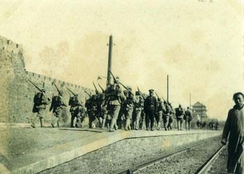 Ninety seven photos of Peking circa 1901.