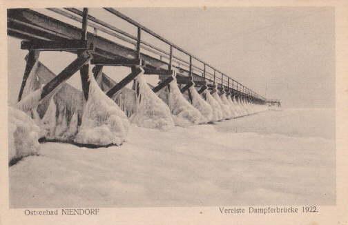 Vereiste Dampferbrücke in Niendorf