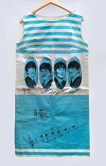 Signiertes Beatles-Kleid