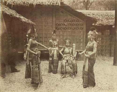 Danseurs indonésiens