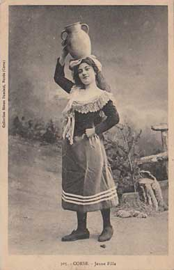 Jeune fille porteuse d'eau