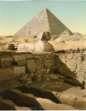 Le temple du Sphinx et la Grande Pyramide