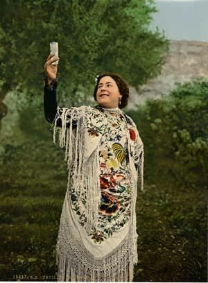 Une femme de Seville avec de la camomille