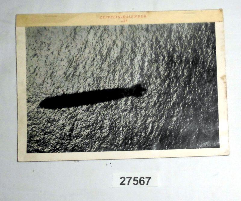 Zeppelin-Kalender, Titelbild: Der Schatten des Luftschiffes auf dem Wasser, 1938